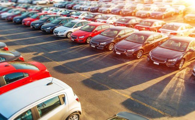 auto aziendali parcheggiate