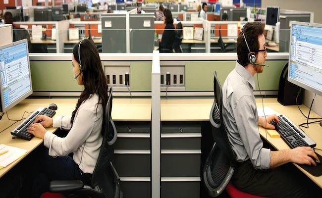 lavoratori call center in postazione