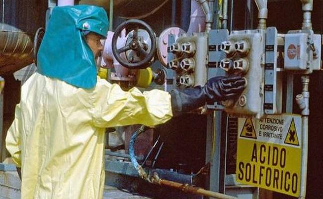 lavoratore addetto a lavorazioni acido solforico