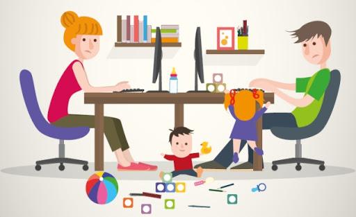 genitori smart worker con figlio